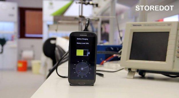 StoreDot: Neue Technik lädt Smartphone-Akkus in 30 Sekunden