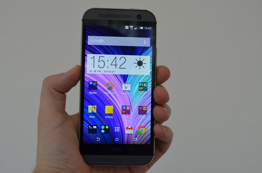 HTC-One-M8-Hand-Front