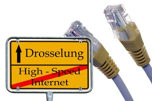 Die Drosselung der Internetverbindung spielt derzeit nur bei mobiler Datenverbindung eine Rolle.