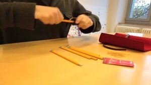 iPad Ständer aus Bleistiften