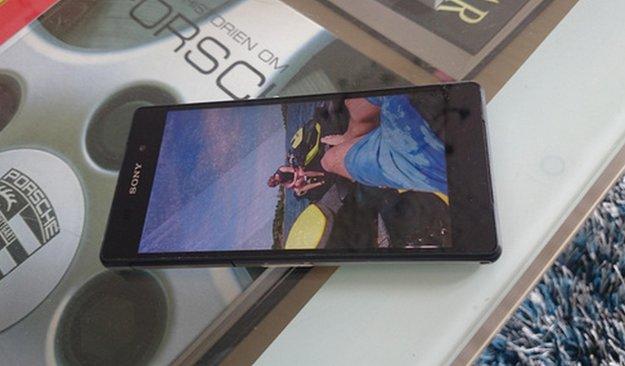 Sony Xperia Z2: Smartphone liegt 6 Wochen unter Wasser, funktioniert danach tadellos