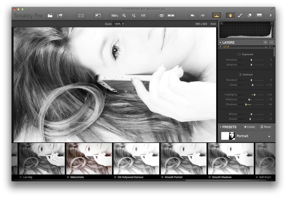 Schwarz-Weiß-Portrait dank Tonality. Das Bild stammt aus einem Shooting von uns zu einer Swarovski-iPhone-Hülle.