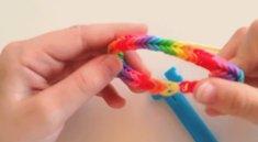 Rainbow Loom: Anleitungen für den Gummi-Spaß