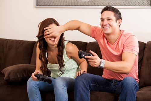 """Lieber ein paar """"Life-Hacks"""" durchführen und dem Spielpartner die Augen zuhalten. Das ist erlaubt, auch wenn es danach sicherlich Ärger gibt. ;)"""