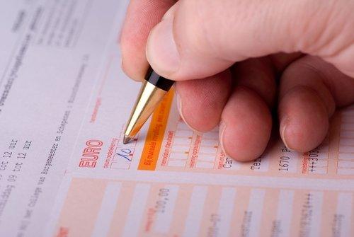 Überweisung ausfüllen und ausdrucken am PC: So geht's bei Sparkasse Volksbank und Co.