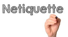 """""""Netiquette"""": Regeln, Bedeutung und Erklärung"""
