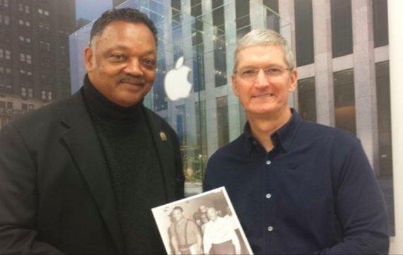 Apple-CEO traf sich mit US-Bürgerrechtler Jesse Jackson