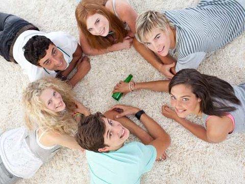 Wahrheit oder Pflicht macht am meisten Spaß mit guten Freunden. Die besten Aufgaben und Fragen dazu findet ihr hier.