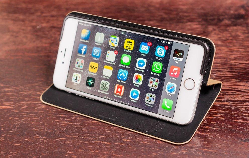 Das 6 Plus in einer iPhone-Hülle von Verbatim.