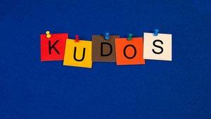"""Was heißt """"Kudos"""" auf Deutsch? Bedeutung, Definition, Übersetzung"""
