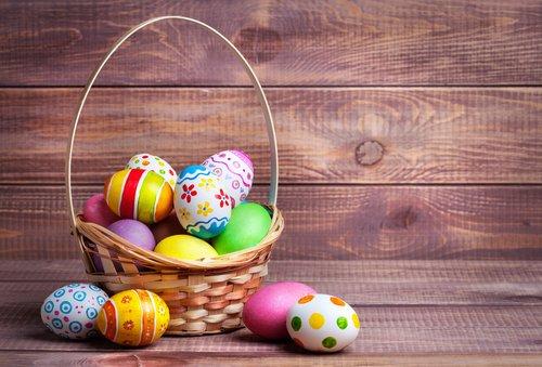 Damit auch die letzten Eier an Karfreitag im Körbchen landen, haben einige Geschäfte offen.