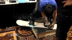 Cerevo XON SNOW-1: Snowboard-Sensoren im Video [CES 2015]