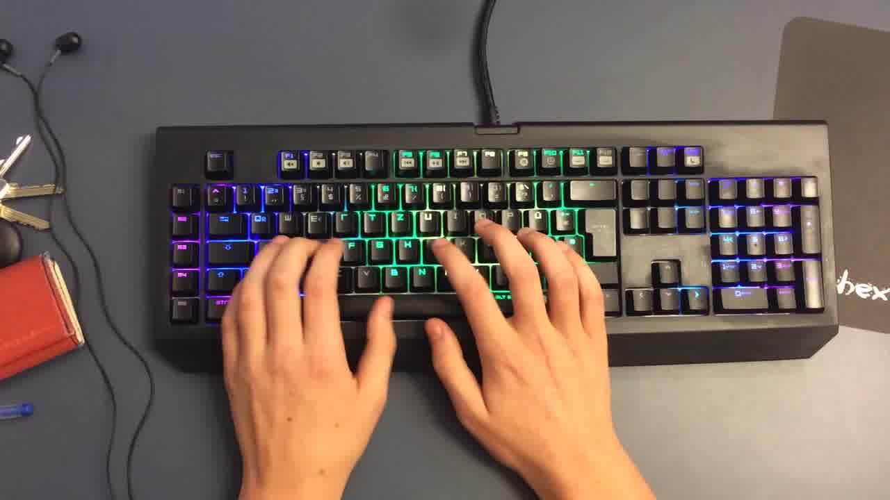 Niklas und die Razer BlackWidow Chroma Tastatur Regenbogen Farben