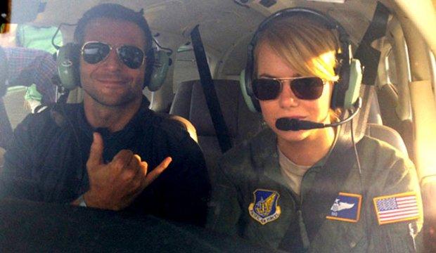 Aloha: Seht den ersten Trailer mit Bradley Cooper und Emma Stone