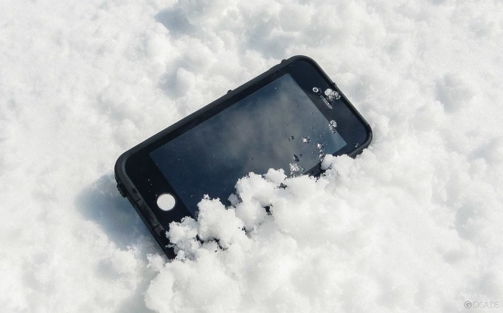 iphone-wasserdicht-lifeproof-fre-test-schnee