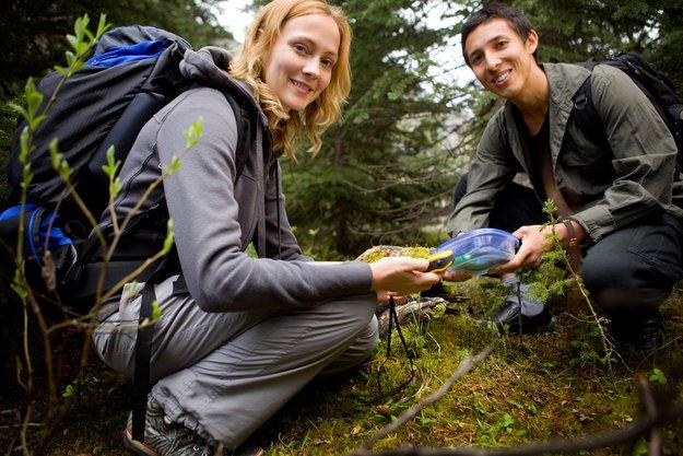 Geocaching: Was ist das? Outdoor-Abenteuer für jedes Alter!