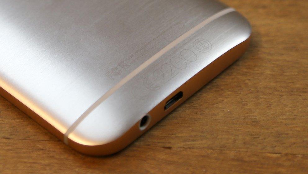 HTC-One-M9-02-Rueckseite-unten-Plastikstreifen