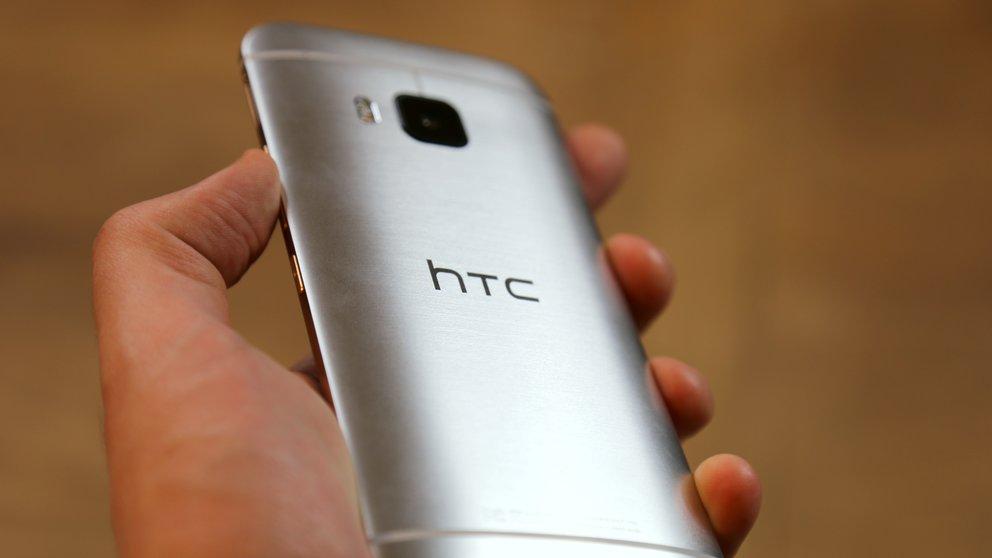 HTC-One-M9-36-Rueckseite-Hand