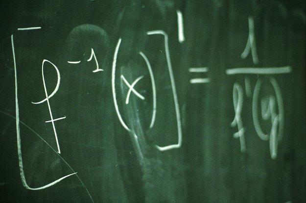 Wissenschaftler fordert: Schulklausuren erst ab 10 Uhr – was denkt ihr?