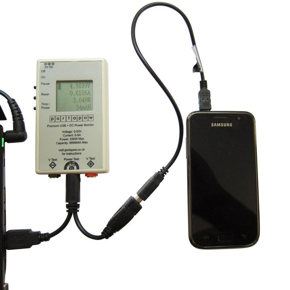 Stromstärke und Spannung kann man am USB-Kabel nur mit speziellen Zusatzgeräten zuverlässig messen.