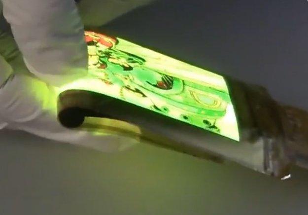 AMOLED-Display-Prototyp ist hochflexibel und dünner als ein Haar [Video]