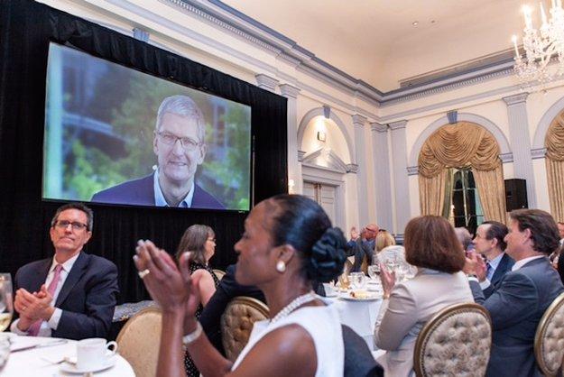 Tim Cook spricht über Apples und Googles Umgang mit Daten