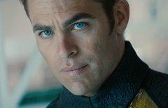 Captain Kirk verliebt sich in...