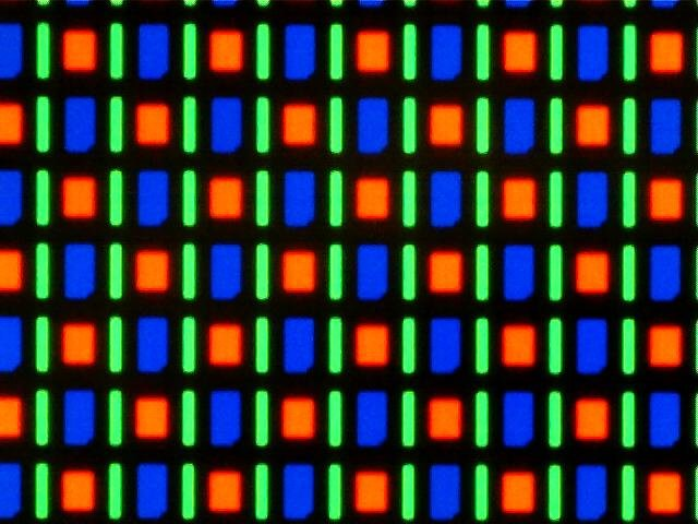 Ein AMOLED-Display mit PenTile-Matrix aus der Nähe. (Quelle: Wikipedia)