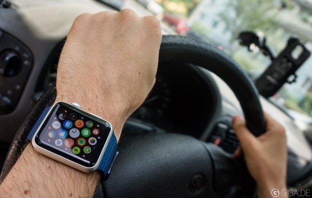 """""""Apple Watch gefährdet Autofahrer"""": Smartwatch-Verbot am Steuer?"""
