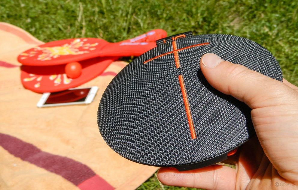 ue roll lautsprecher im test wasserdichte sound frisbee. Black Bedroom Furniture Sets. Home Design Ideas