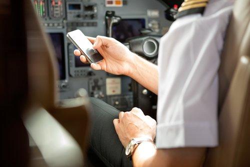 Handy Im Flugzeug Benutzen Geht Das Oder Ist Das Gefährlich