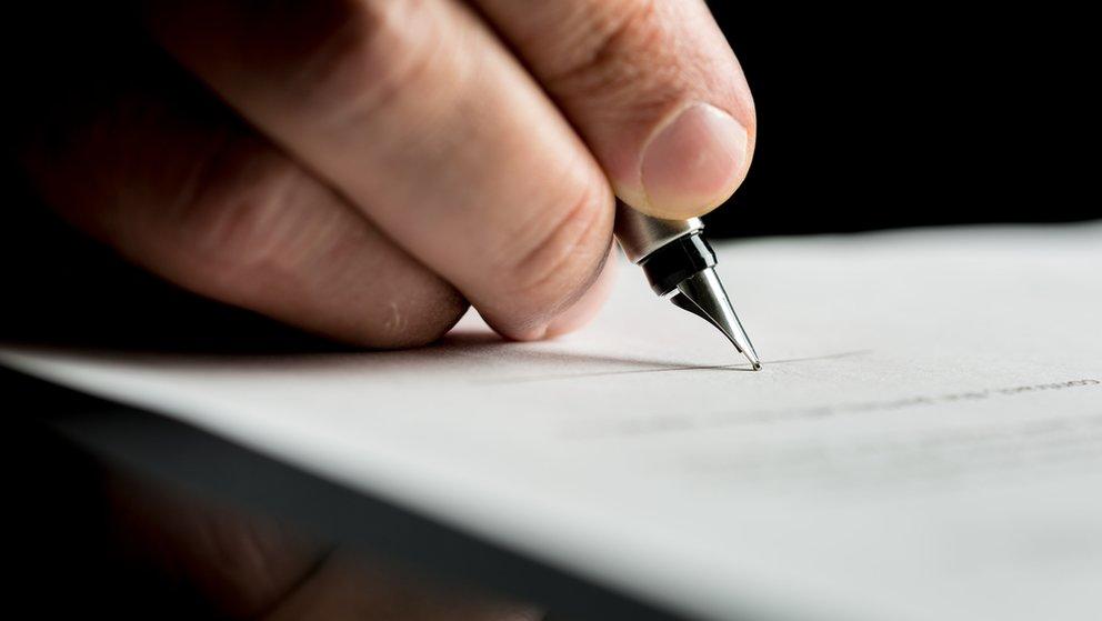Bewerbung Unterschrift großaufnahme hand