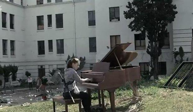 The Walking Dead: Theme Song auf schaurige (und lustige) Art gecovert