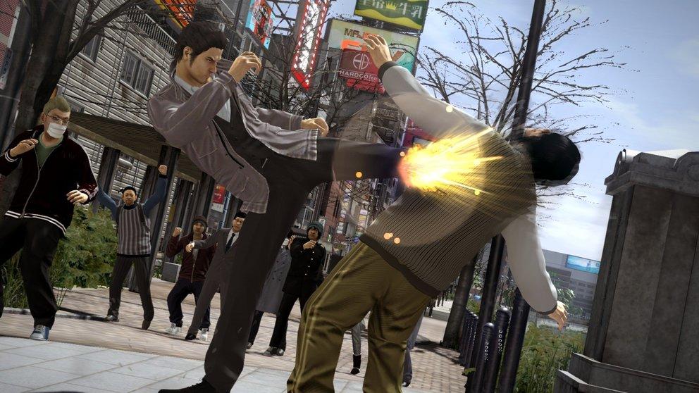 Yakuza 5: Natürlich gebt ihr Gangstern wieder ordentlich was aufs Fressbrett.
