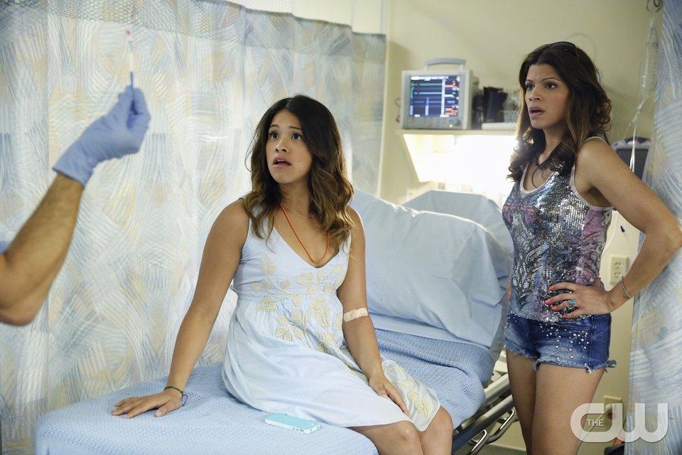 Jane und ihre Mutter Xiomara stauen nicht schlecht, als sie erfahren, dass Jane schwanger ist.
