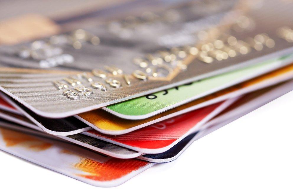 kontoführungsgebühren - kreditkartenhaufen