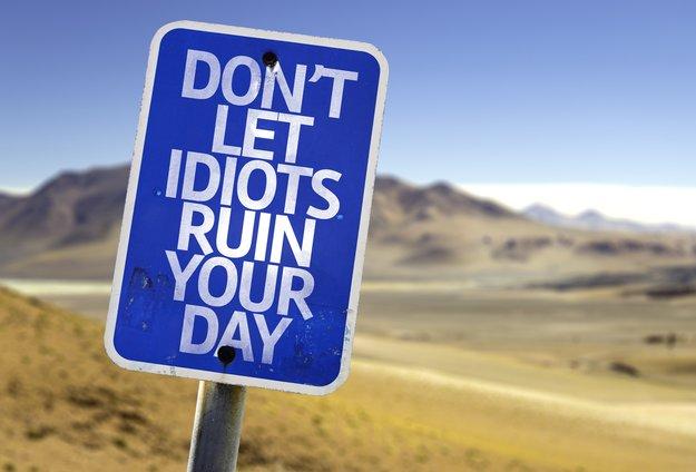 Dumme Menschen: Sprüche Top Ten & Erörterungen zu einem Phänomen