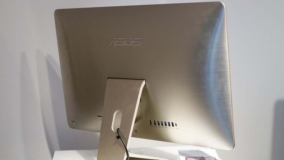 Asus-ZenAIO-S-hands-on-1