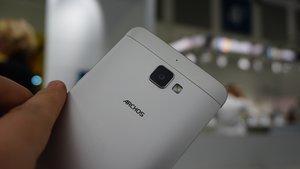 Archos Diamond Plus: 5,5 Zoll-Phablet mit Selfiebutton im Hands-On-Video [IFA 2015]