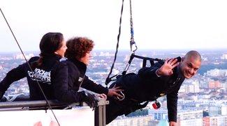 GIGA springt vom Dach: Amir und Chris im freien Fall [IFA 2015]