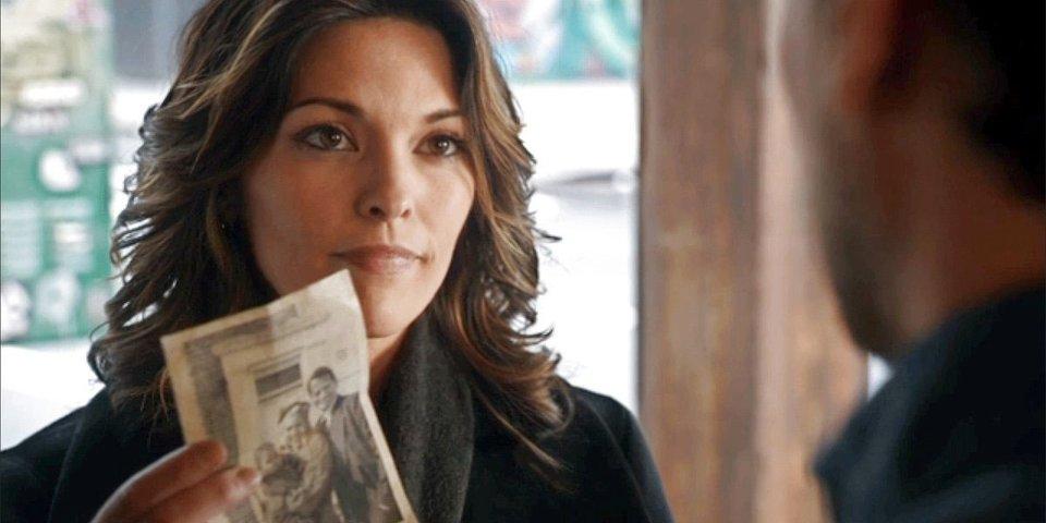 Henry steht kurz davor sein Geheimnis seiner Arbeitskollegin Detective Jo Martinez zu verraten. Bildquelle: ABC Network