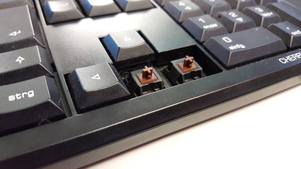 Eine Tastatur mit braunen Cherry-Switches