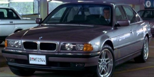 Pierce Brosnan als James Bond im BMW 750