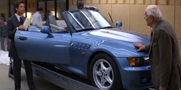 Pierce Brosnan als James Bond in einem BMW Z3