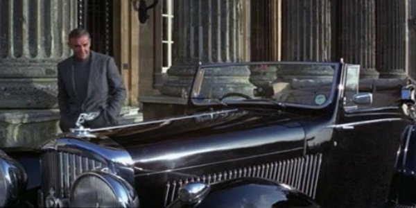 Sean Connery als James Bond im Bentley