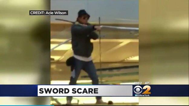 Mann bedroht Menschen in New Yorker Apple Store mit Samurai-Schwert