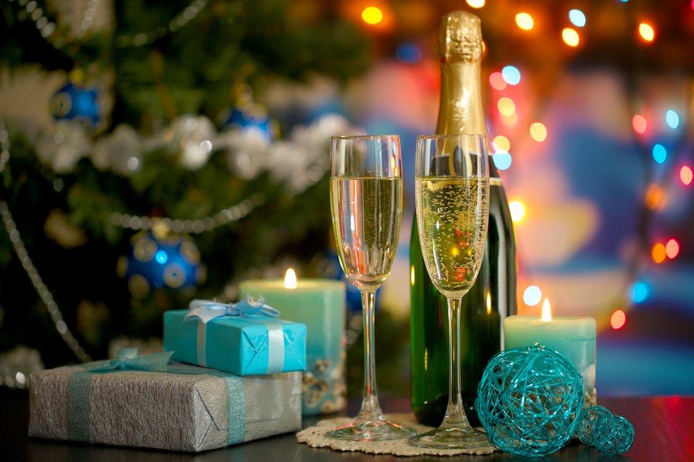 Weihnachtsfeier-Einladung gestalten – lustige Vorlagen und Texte – GIGA