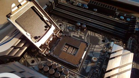 Möchte man die CPU aufrüsten, sollte man vorher einige Dinge beachten. Auch der Einbau ist nicht ganz selbsterklärend - mit unserer Anleitung sollte es allerdings kein größeres Problem darstellen.