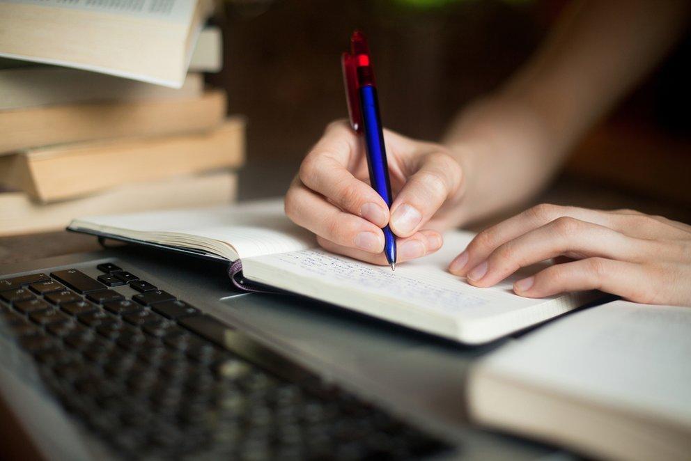 Abstract Schreiben Anleitung Funktion Beispiele Giga