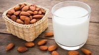 Mandelmilch selber machen: Gar nicht kompliziert & lecker!